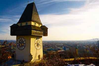 街のシンボル時計台から見下ろすグラーツ市街