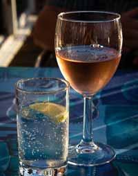 イタリアはワインと水をもらう