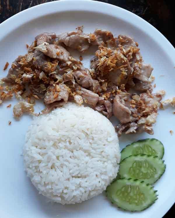 タイ、チェンマイの食事。一食45B(140円程)の料理